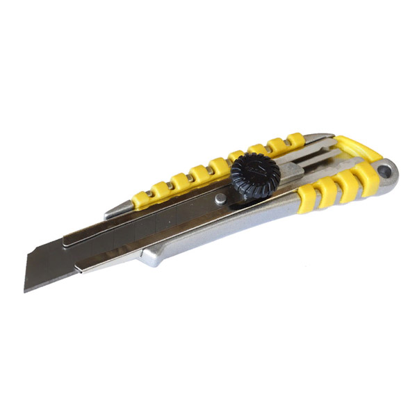 Нож с сегм. лезвием 18мм, метал. корпус